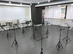 合唱 教室 ができる 銀座 レンタルスタジオ 貸しスタジオ 譜面台 備品